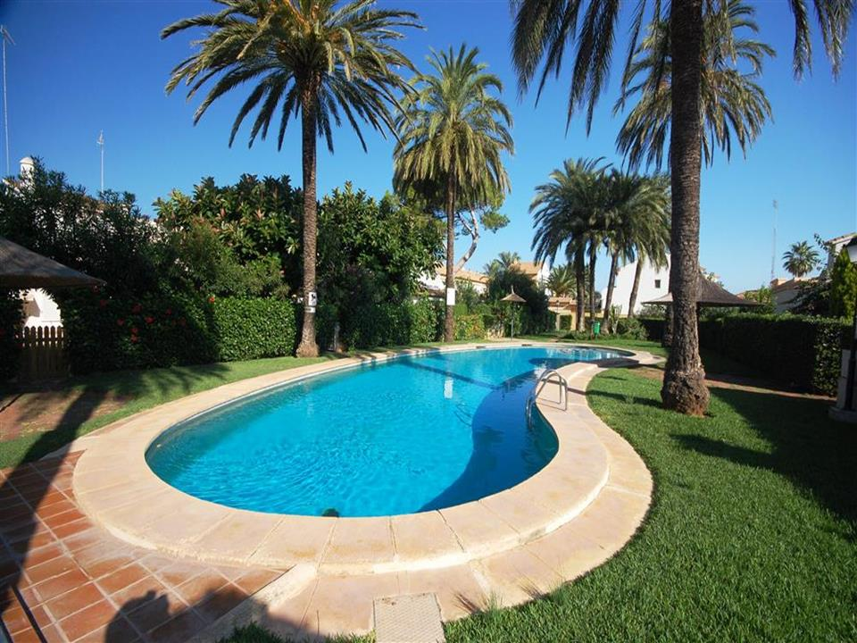 Terraced house in Denia, just 150m to the beach and 5km to the center of Denia. The house was built ,Spain