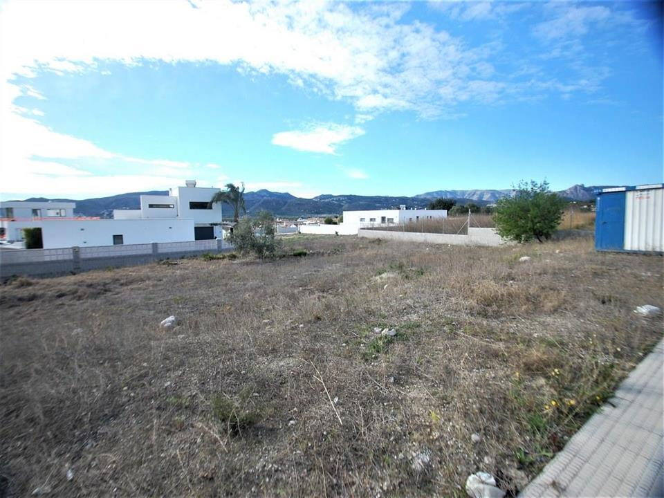 Flat urban building plot of 1,115 m2, located in the residential area of