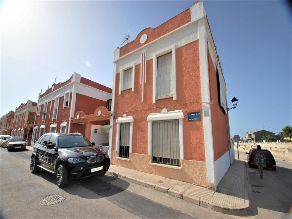 Good location for this duplex townhouse, located a few meters from the town centre of Els Poblets wi,Spain