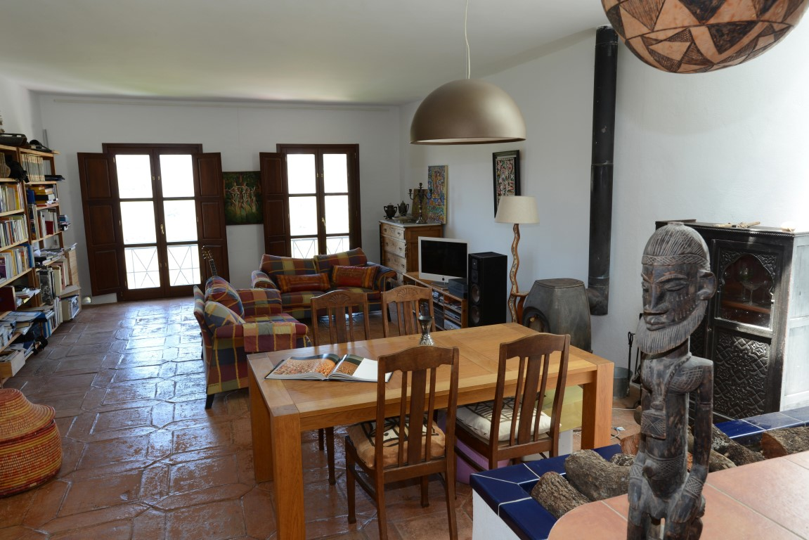 Very spacious townhouse of outstanding quality in the centre of one of the most beautiful villages o, Spain
