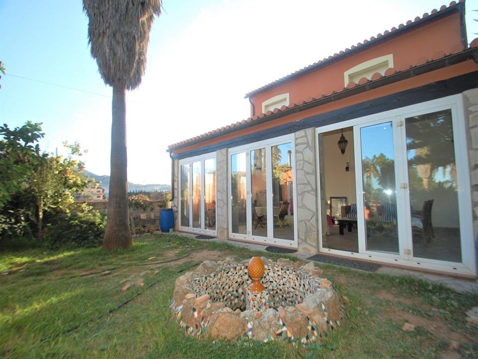 This spacious country house is located in Denia and close to all amenities. It is in good condition,,Spain