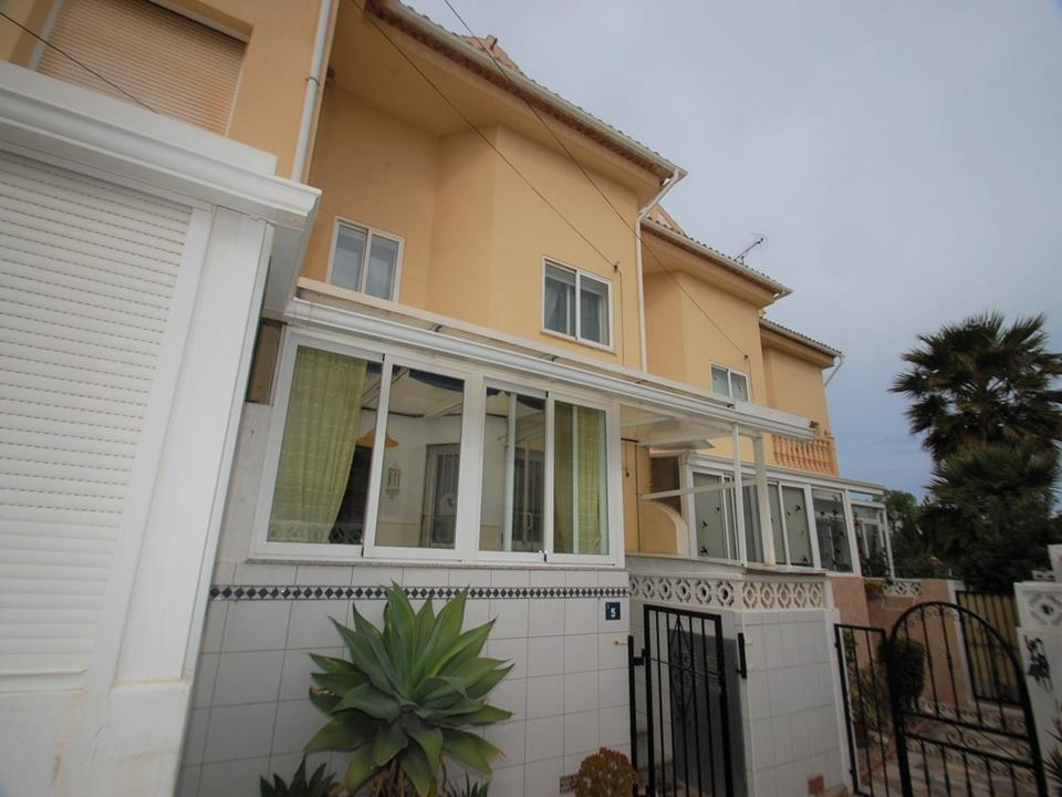 This toerraced house is in a quiet residential area in Els Poblets and is in good condition. The hou,Spain