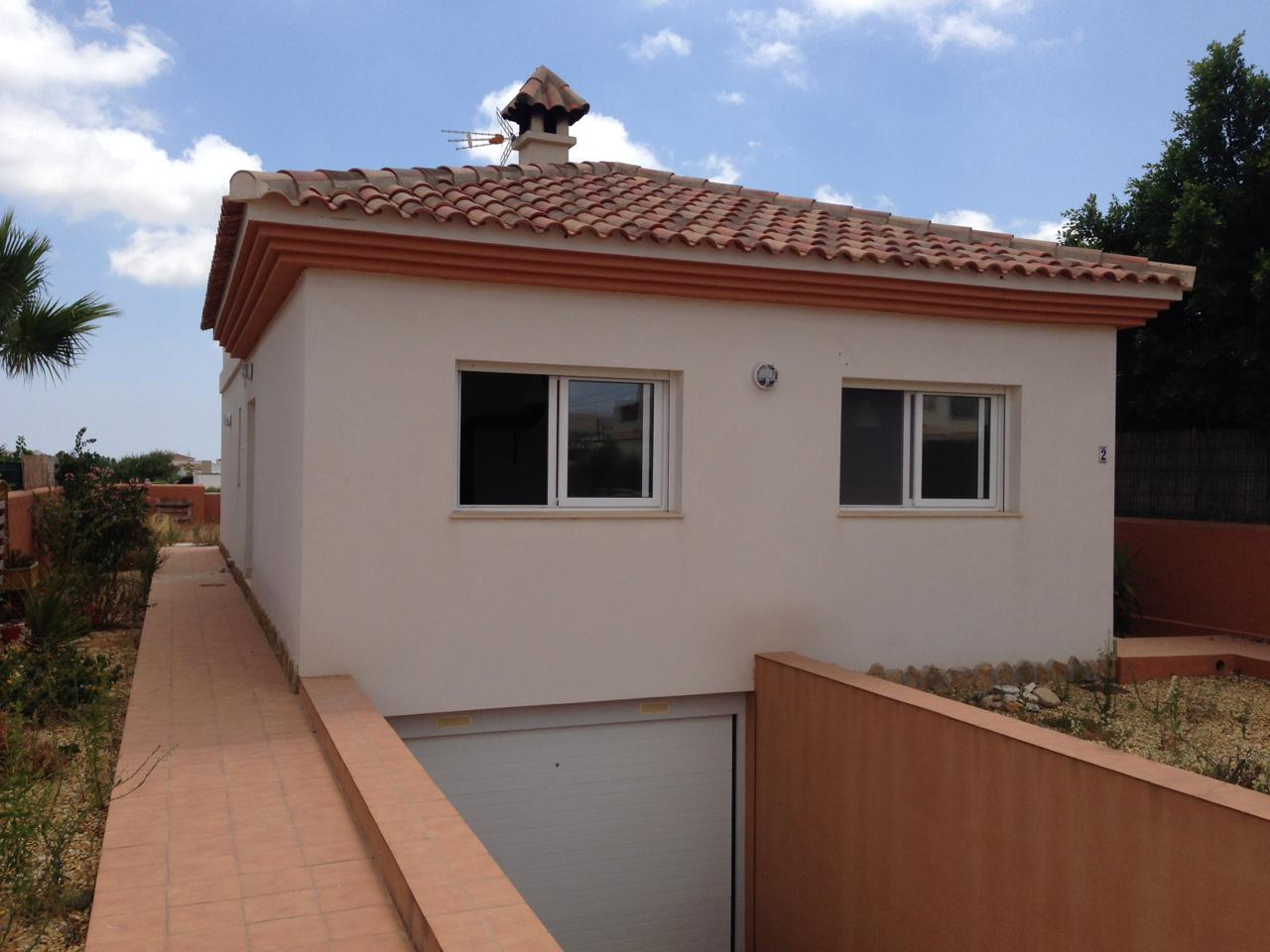 Great Opportunity -Unbeatable Price !  This detached house on a private plot is located in the munic,Spain